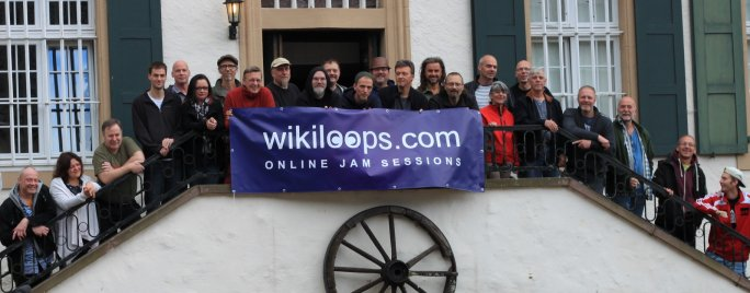 Group photo of the wikiloops member meeting 2015